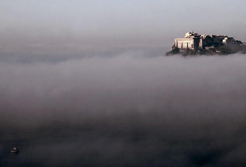 Procida nella nebbia....jpg