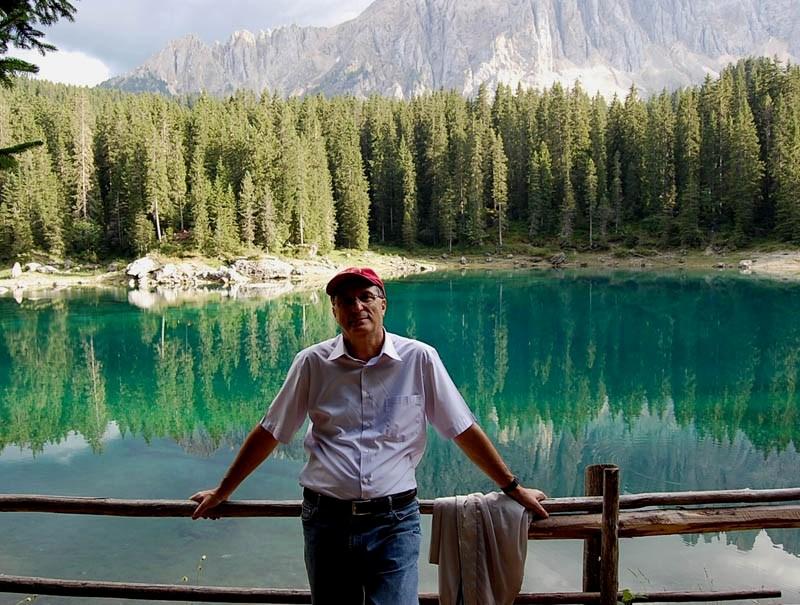 Ennio_in_veste_da_turista_al_lago_di_Carezza.jpg